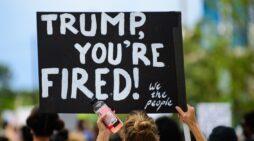 ¿Eres cliente de AT&T, DIRECTV o HBO? Están apoyando una máquina de propaganda de Trump